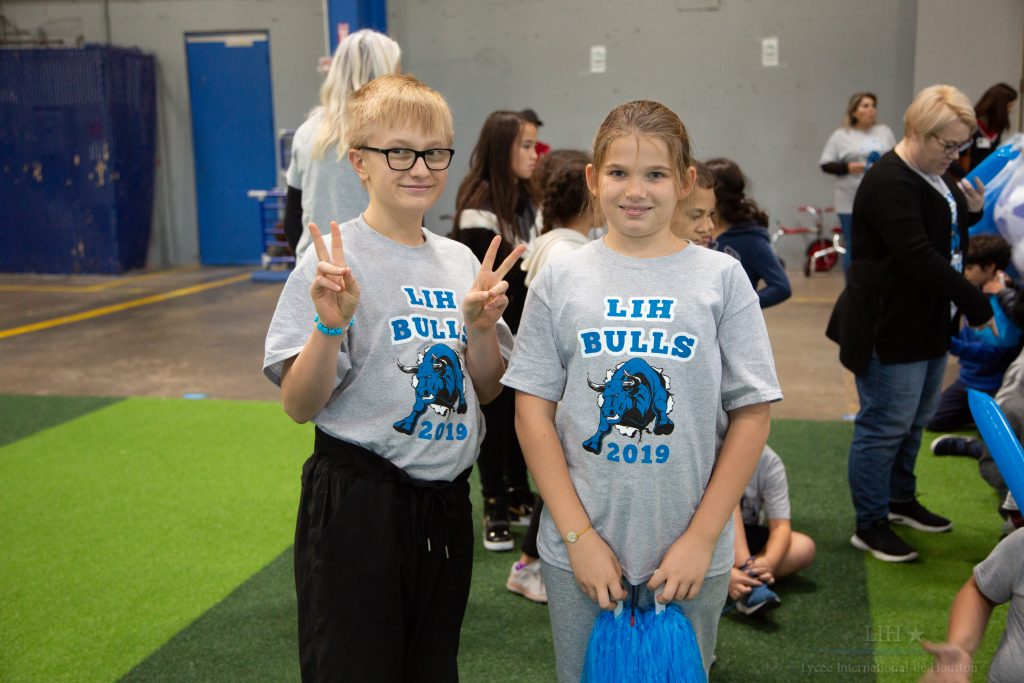 [🇺🇸] Welcome to LIH Spirit Week – Friday was a Spirit Day. Time to show off your Blue, White & Silver and cheer on our LIH Bulls mascot. Go Bulls!